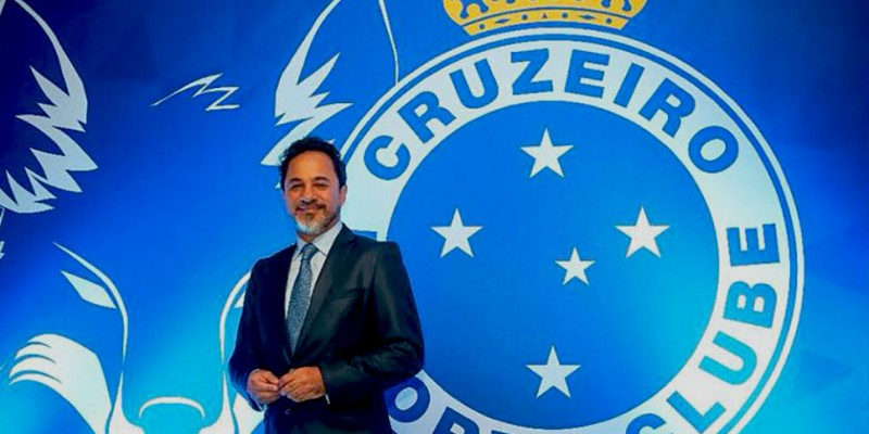 O itabirano Marco Antônio Lage foi apresentado oficialmente ao Cruzeiro  Esporte Clube aec42aa6e04a3